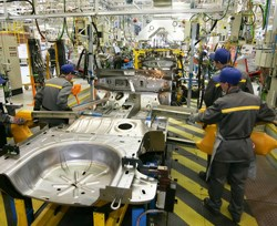 manufacturing-workers-automotive_4.jpg