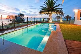 Image: narellanpools.com.au/swimming-pool-builder/geelong-vic