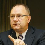 Anglo American CEO sees pay cut