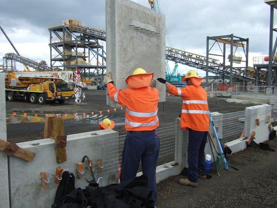 Contractor dies on daunia mine australian mining fandeluxe Image collections